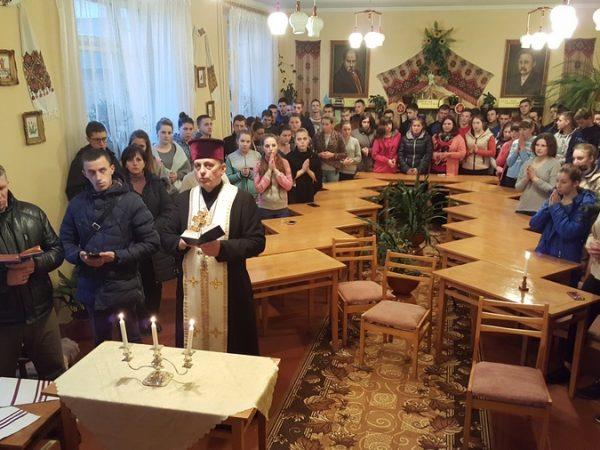 В Отинійському ліцеї енергетичних технологій відбулась духовна зустріч зі студентами