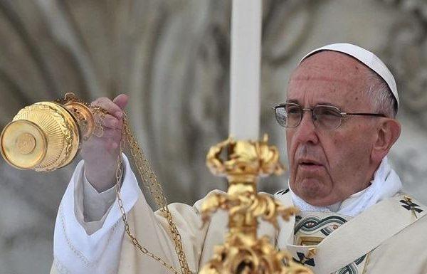 Українські телеканали транслюватимуть великодні богослужіння з Ватикану та Києва (розклад ТВ-трансляцій)