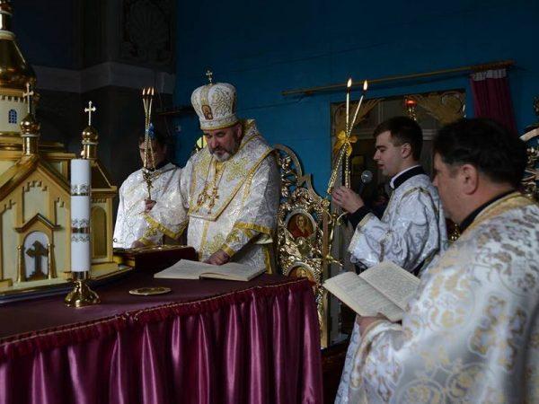 Преосвященний владика Василій (Івасюк) відвідав парафію с.Петрів