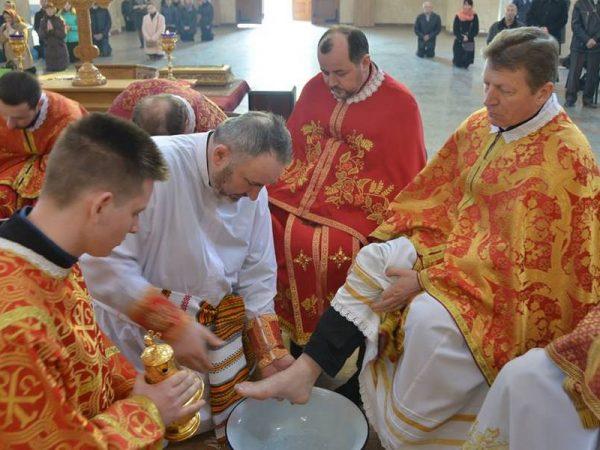 Владика Василій здійснив чин умивання ніг священикам єпархії