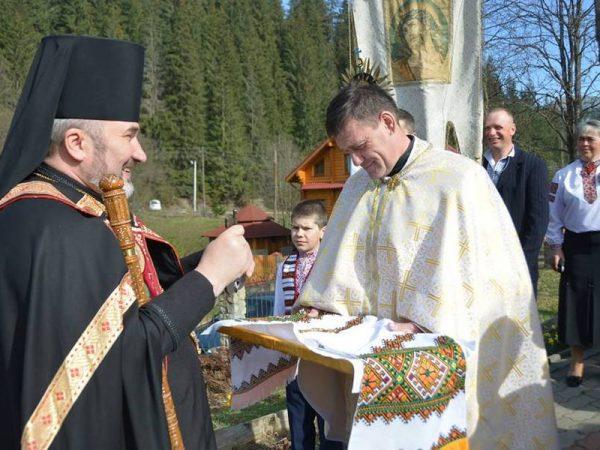 Єпископ очолив Архиєрейську Божественну Літургію в храмі с.Яблуниця