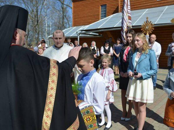 У Світлий понеділок владика Василій (Івасюк) відвідав парафію с.Вокресінці