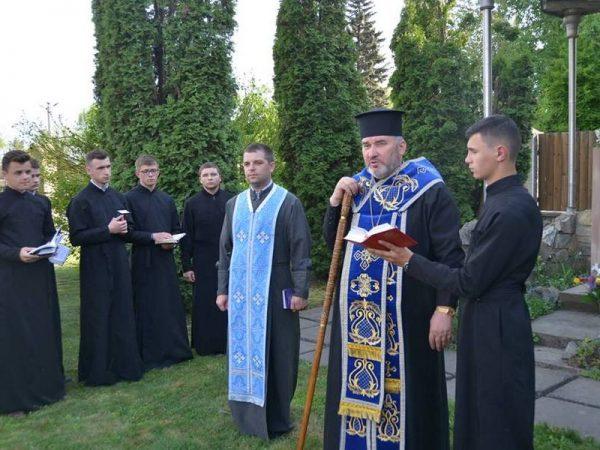 Владика Василь (Івасюк) відслужив молебень до Пресвятої Богородиці