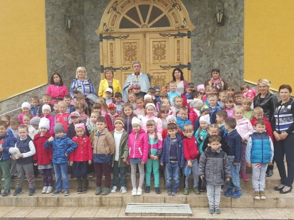 Випускники Отинійського садочка отримали благословення на шкільне життя