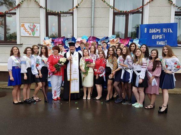 Владика Василь (Івасюк) завітав свято останнього дзвоника до коломийських ліцеїстів