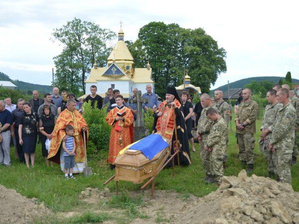 У Березові попрощалися із загиблим бійцем АТО Борисом Зайцевим