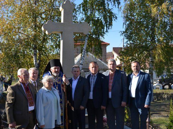 Освячення відновленого пам'ятного хреста в Надвірній