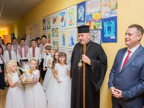 Владика Василій відвідав відкриття виставки робіт на духовну тематику