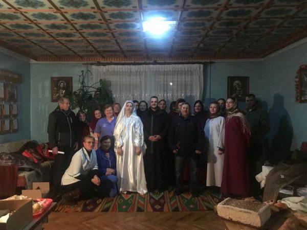 Молодь Косова принесла радість Різдва Христового до пацієнтів лікарні
