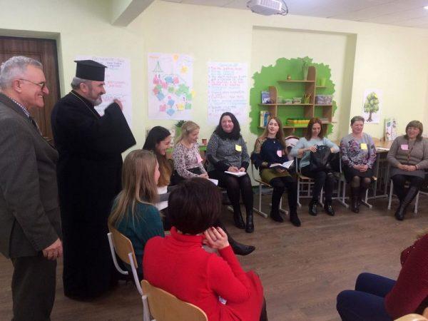 Єпископ відвідав тренінг з протидії булінгу і благословив учасників