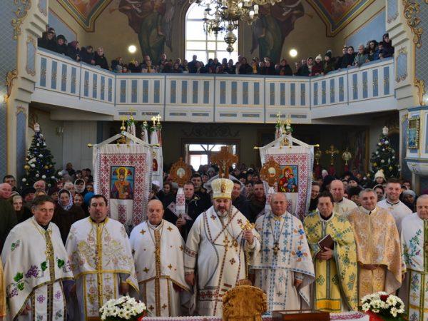 Освячення престолу та відновленого іконостасу в с. Жуків