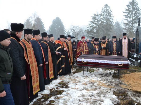 У Яківці попрощалися з отцем Михайлом Халабарчуком