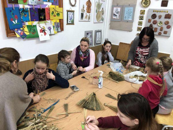 В Отинії наймолодші парафіяни прикрасили ялинки храму