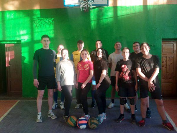 Турнір з волейболу серед духовенства та вчителів провели у Коломиї
