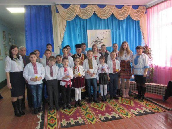 Пам'ять Героїв Небесної Сотні вшанували в школі с. Ісаків