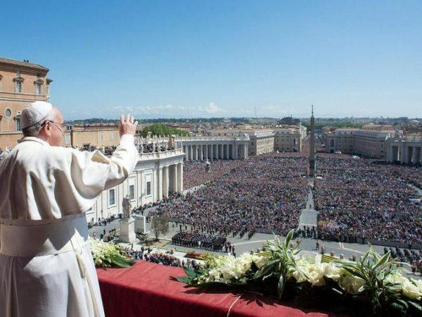 Трансляції великодніх богослужінь з Ватикану й Києва