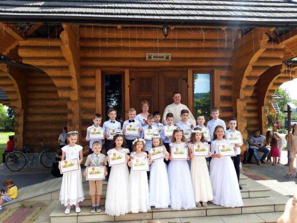 Діти м. Косова прийняли перше Святе Причастя