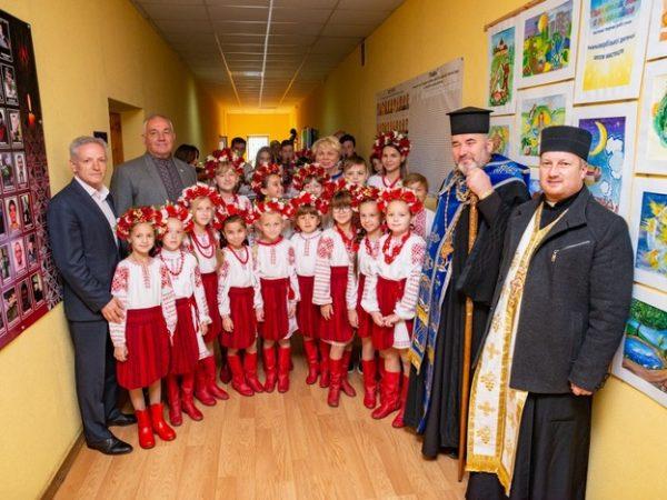 Владика Василій поблагословив відкриття виставки творчих робіт учнів шкіл естетичного виховання
