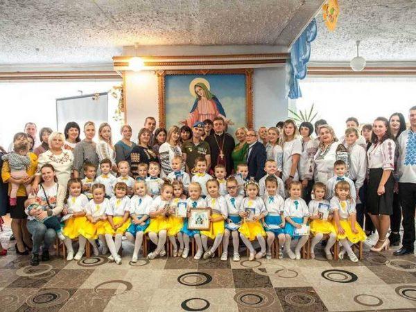 Діти Отинії підготували святковий захід до свята Покрови Богородиці та Дня створення УПА