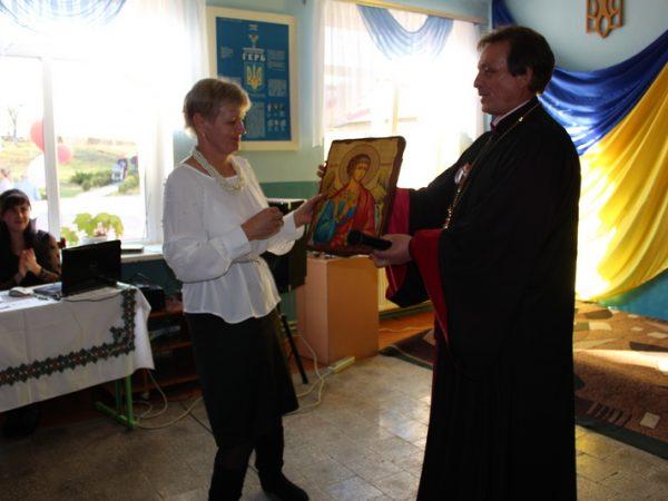 Колектив Гостівської школи молитовно відзначив 50-річний ювілей