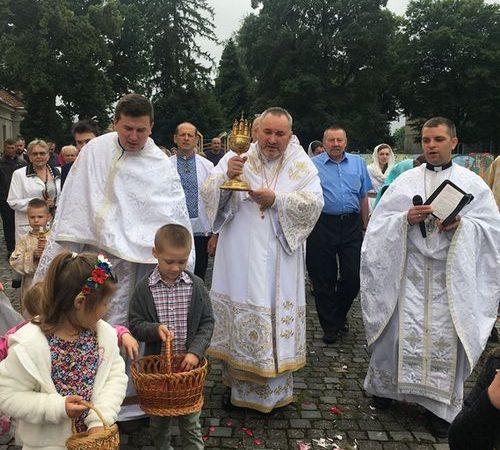 У катедральному соборі м. Коломиї відбулось торжественне поклоніння Пречистим Тайнам Тіла і Крові ГНІХ