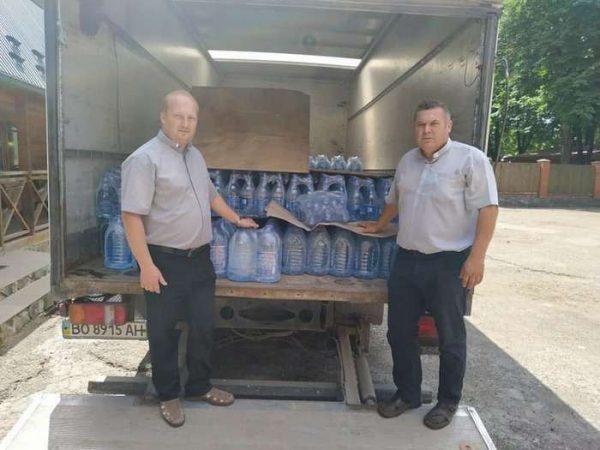 Бучацька єпархія передала питну воду для підтоплених районів Прикарпаття