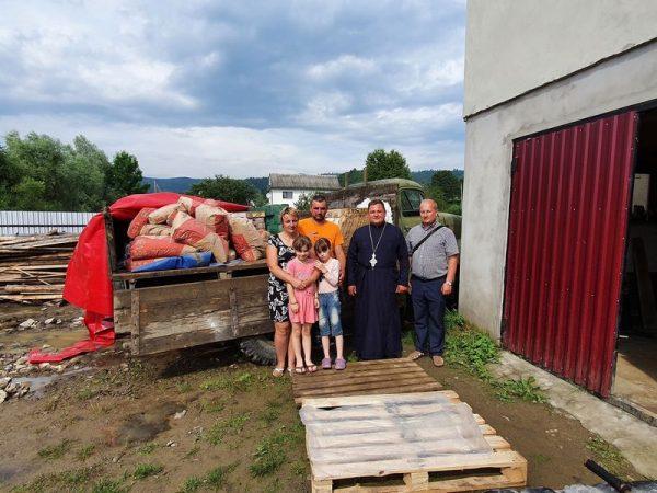 Коломийська єпархія продовжує надавати допомогу потерпілим від повені родинам