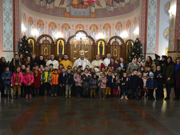 Подячна Божественна Літургія для вихованців католицької школи св. Івана-Павла ІІ