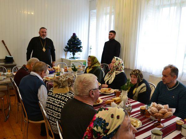 Радість величного свята Різдва Христового владика Василій розділив з потребуючими людьми