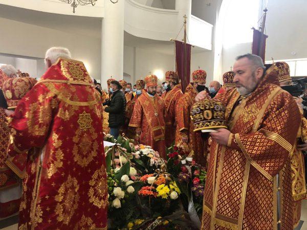 Владика Василій Івасюк взяв участь у похоронних богослуженнях Віри Шевчук, мами Блаженнішого Святослава