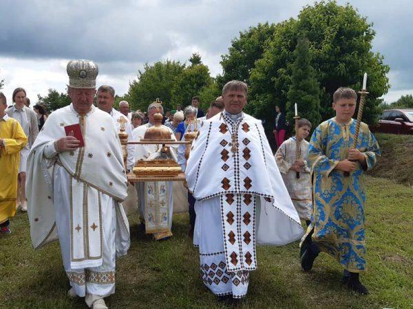 «За недужих і мир в Україні» – гасло прощі, яка відбулася у родинному селі Миколая Чарнецького