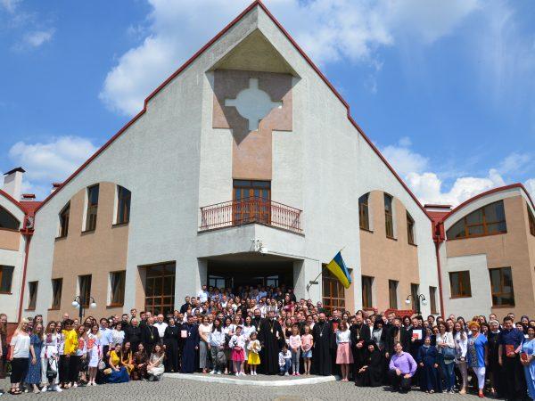 Кир Василій Івасюк взяв участь в урочистостях з нагоди проголошення Катехизму для молоді «Ми йдемо з Христом»