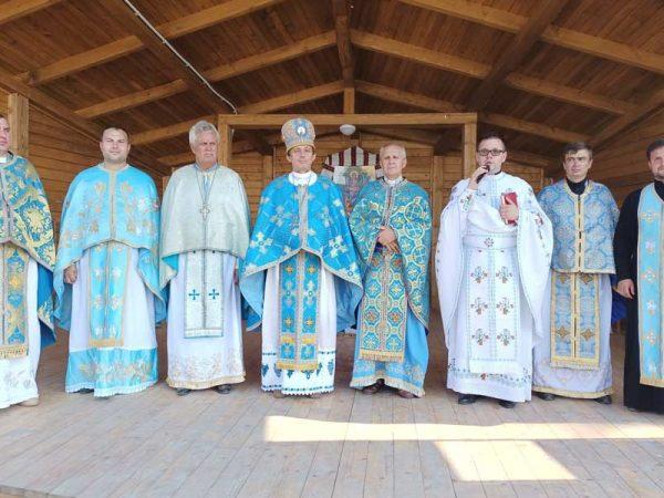 Вірні та священники Отинійського деканату провели молитовні чування у с. Товмачик