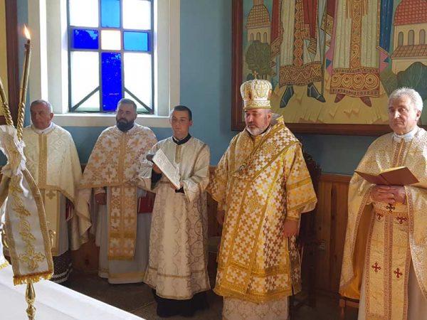 Владика Василій завітав у с. Верхній Майдан, щоби привітати о. Михайла Федоріва із 25-річчям священичого служіння та освятити новий іконостас