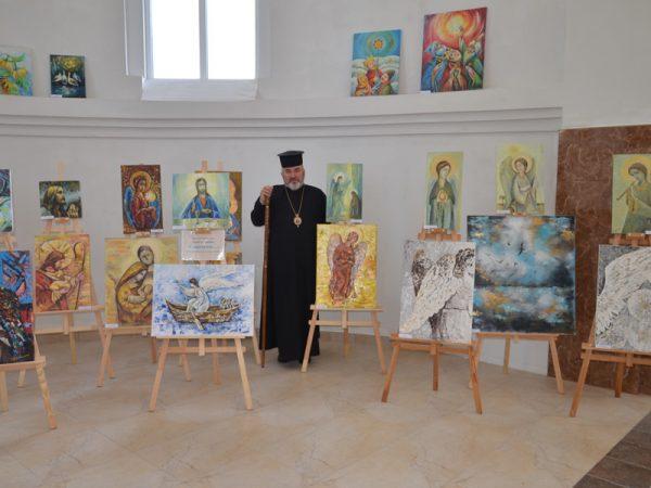 Преосвященний владика Василій відвідав виставку у смт. Делятин.